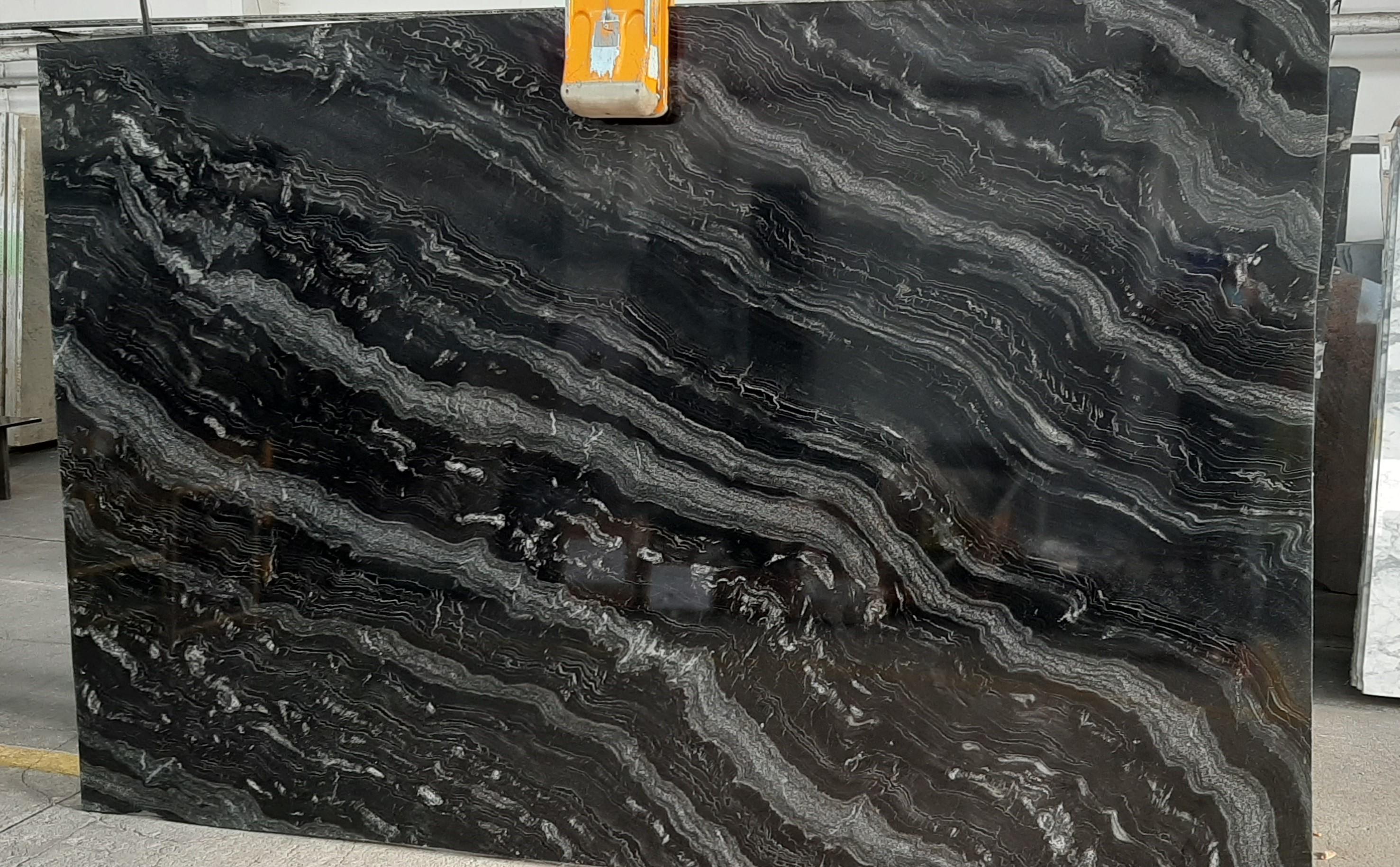 Agatha Black 300x196x2 cm